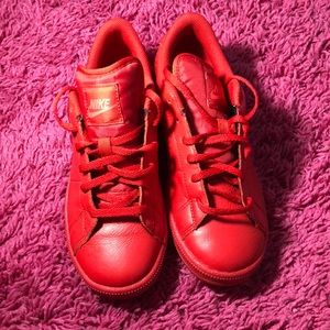 all red nike tennis shoes